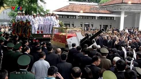 Trực tiếp: Đưa linh cữu Chủ tịch nước Trần Đại Quang về quê nhà - Ảnh 18.