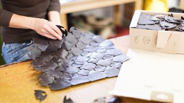 Không còn bị đốt bỏ, hàng tồn của Burberry được tái chế thành sản phẩm thời trang vì môi trường theo cách rất đặc biệt - Ảnh 3.