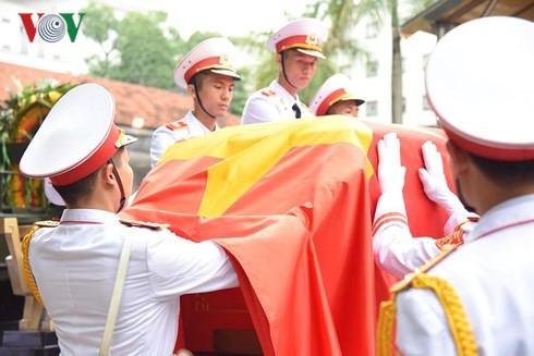 Trực tiếp: Đưa linh cữu Chủ tịch nước Trần Đại Quang về quê nhà - Ảnh 21.