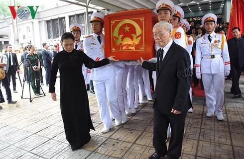 Trực tiếp: Đưa linh cữu Chủ tịch nước Trần Đại Quang về quê nhà - Ảnh 24.