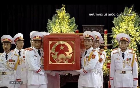 Trực tiếp: Đưa linh cữu Chủ tịch nước Trần Đại Quang về quê nhà - Ảnh 28.