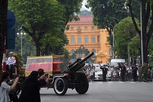 Trực tiếp: Đưa linh cữu Chủ tịch nước Trần Đại Quang về quê nhà - Ảnh 5.