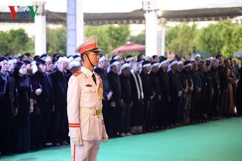 Trực tiếp: Đưa linh cữu Chủ tịch nước Trần Đại Quang về quê nhà - Ảnh 43.