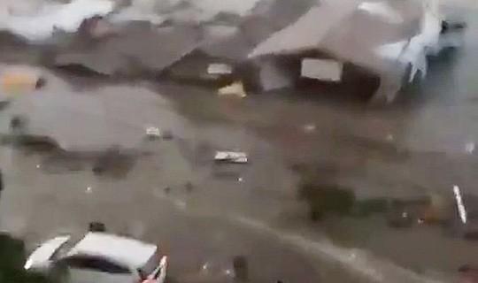 Động đất mạnh, sóng thần ập vào Indonesia - Ảnh 2.