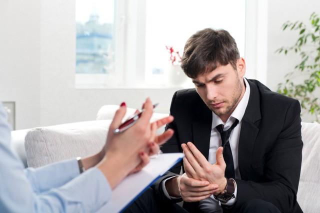 Làm gì khi bị sếp liên tục chê trách trong công việc? - Ảnh 1.