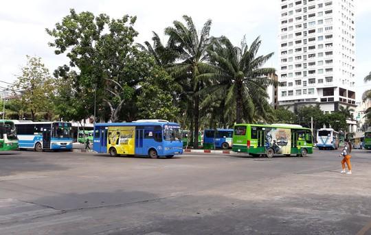 TP HCM tạm ngưng thêm 2 tuyến xe buýt vì vắng khách - Ảnh 1.