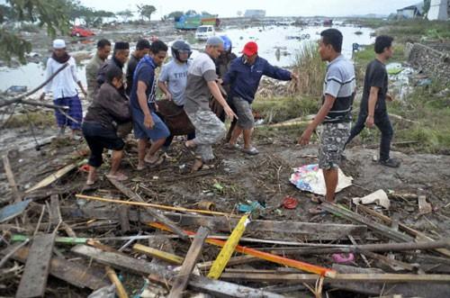 Indonesia: Cứu hộ gặp khó sau động đất - Ảnh 1.