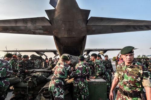 Indonesia: Cứu hộ gặp khó sau động đất - Ảnh 2.