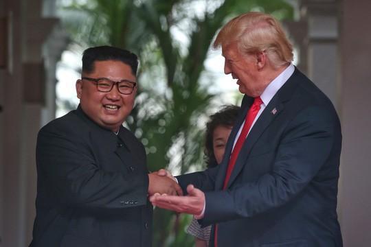 Tổng thống Donald Trump nói về ông Kim Jong-un: Chúng tôi đã bén tình - Ảnh 1.