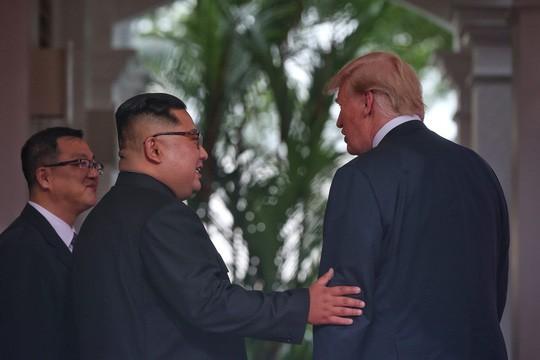 Tổng thống Donald Trump nói về ông Kim Jong-un: Chúng tôi đã bén tình - Ảnh 2.