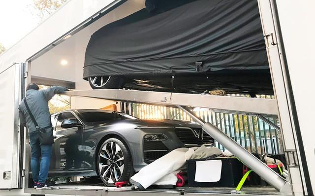Những hình ảnh thực tế đầu tiên về 2 mẫu xe VinFast tại Paris Motor Show - Ảnh 2.