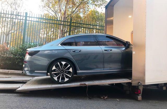 Những hình ảnh thực tế đầu tiên về 2 mẫu xe VinFast tại Paris Motor Show - Ảnh 3.