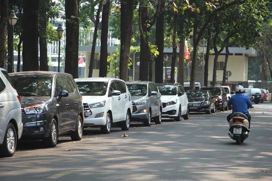 TP HCM tăng phí giữ xe, xe máy và ô tô tính tiền theo giờ - Ảnh 2.