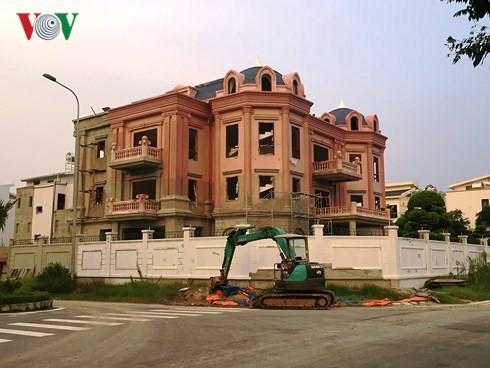 """Biệt thự """"khủng"""" phá vỡ quy hoạch những khu thành thị mới ở Hà Nội - Ảnh 2."""