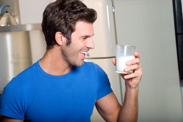 Uống sữa lúc nào là tốt nhất: 4 điều bạn nên biết để việc uống sữa có được lợi ích lớn hơn - Ảnh 2.