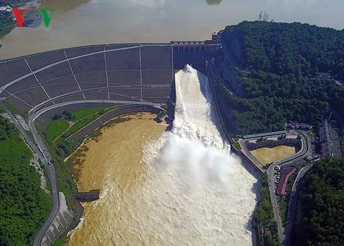 Thủy điện Hòa Bình mở thêm 1 cửa xả đáy vào 13h00 hôm nay (5/9) - Ảnh 1.