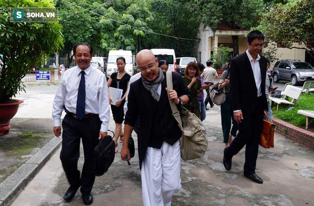 Vợ chồng ông Đặng Lê Nguyên Vũ viết đơn xin hoãn phiên xử ly hôn - Ảnh 1.