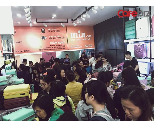 Chân dung CEO 8x của Mia.vn: Thời sinh viên đã kiếm trăm triệu/tháng từ bán balo, từng gặp khó khi nhà cung ứng chủ chốt rút toàn bộ hàng hóa và yêu cầu trả công nợ ngày giáp Tết - Ảnh 1.