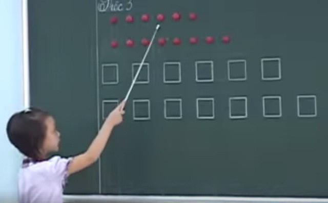 Dân mạng vẫn tranh cãi kịch liệt việc dạy đọc bằng ô vuông, nhiều giáo viên lên tiếng: Hãy thử đặt mình vào vị trí, đầu óc của một đứa trẻ - Ảnh 2.