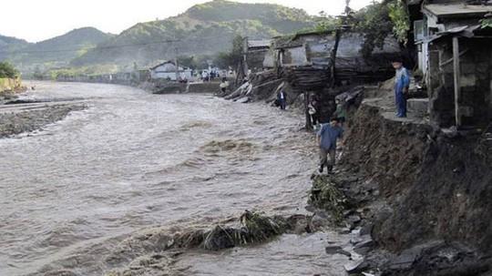 Triều Tiên: Lũ lụt xô đổ hơn 800 toà nhà, 76 người thiệt mạng - Ảnh 1.