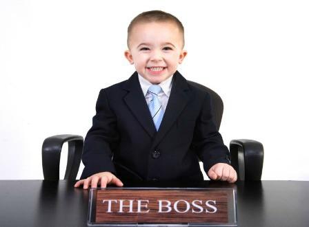 Làm việc với sếp nhỏ tuổi hơn - khó hay dễ? - Ảnh 1.