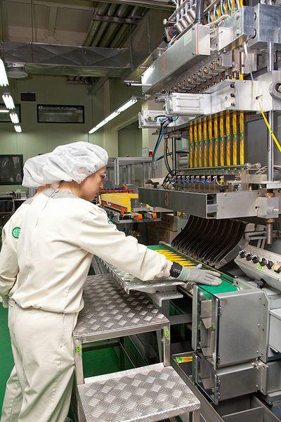Bên trong nhà máy sản xuất của Dongsuh