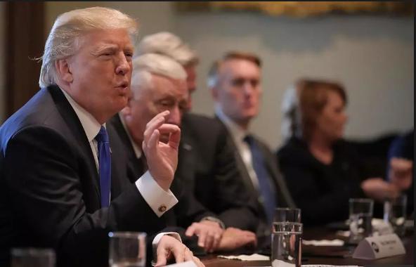 Ông Trump: Tòa án Mỹ hỏng rồi - Ảnh 1.