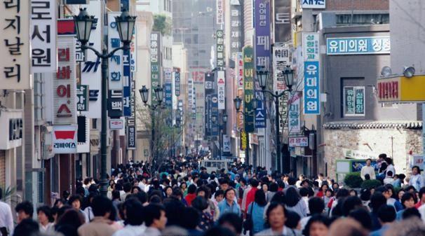 Người Hàn Quốc thường dùng từ uri để nhắc đến một thứ gì đó thuộc sở hữu chung của một nhóm người hay thậm chí là của cả cộng đồng.