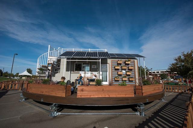 """Ngôi nhà nhỏ với hình dáng vô cùng lạ mắt được thiết kế đặc biệt với """"móng nhà"""" có thể tự xoay mọi hướng để đón ánh nắng mặt trời."""