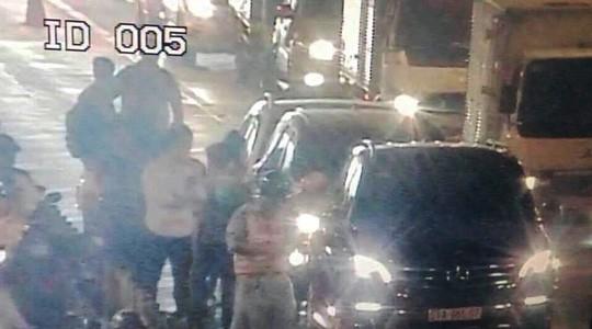 Hàng trăm xe ô tô bị kẹt ở hầm vượt sông Sài Gòn - Ảnh 1.
