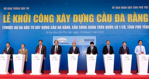 Thủ tướng chứng kiến dòng vốn đầu tư mới vào Phú Yên - Ảnh 1.