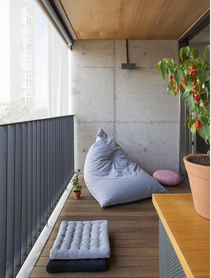 Logia được thiết kế dùng là không gian nghỉ ngơi, thư giãn lý tưởng cho chủ nhà.