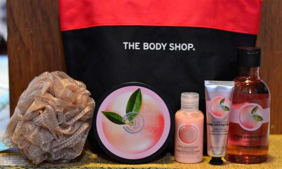 Sữa tắm, dưỡng thể, kem tay, bông tắm... là những sản phẩm trong chiếc túi may mắn của hãng The Body Shop