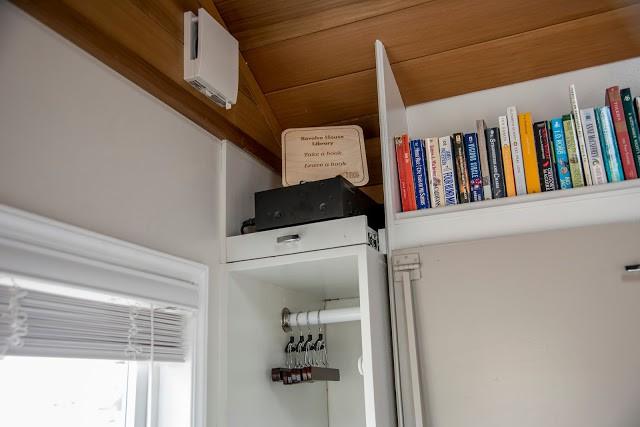 Mọi góc của ngôi nhà đều được tận dụng và bố trí hợp lý mang đến không gian gọn gàng ngăn nắp mà vẫn bảo đảm tiện nghi cho người sử dụng.