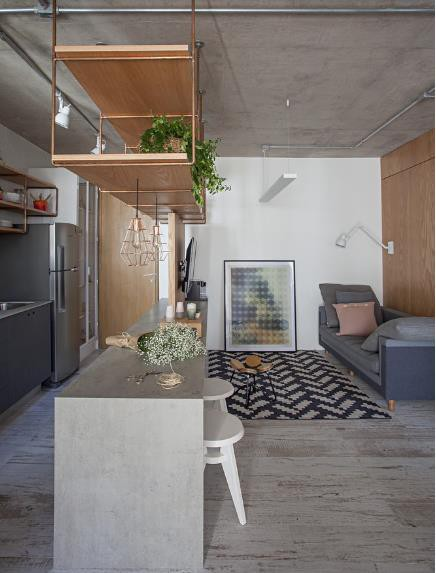 Toàn bộ căn hộ được thiết kế với gam màu trung tính nhẹ nhàng, nội thất được tối giản để bảo đảm không gian luôn thoáng sáng.