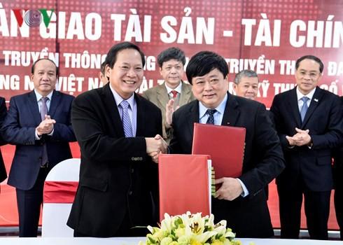 Bộ trưởng Bộ TT&TT và Tổng Giám đốc Đài TNVN Nguyễn Thế Kỷ