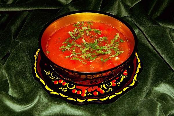 Món súp cay Solyanka, một cách để đẩy lùi cái lạnh. (Ảnh: Internet)