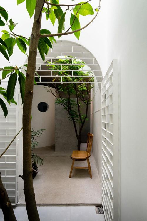Ngắm vẻ đẹp hoài cổ của căn nhà 2 tầng ở Bình Dương xuất hiện trên báo ngoại - Ảnh 6.