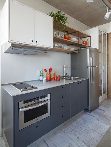 Một vài món nội thất màu đổ như một điểm nhân thú vị cho góc nấu ăn.