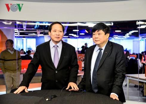 Bộ trưởng Bộ TT&TT và Tổng Giám đốc Đài TNVN Nguyễn Thế Kỷ tại Trường quay VTC