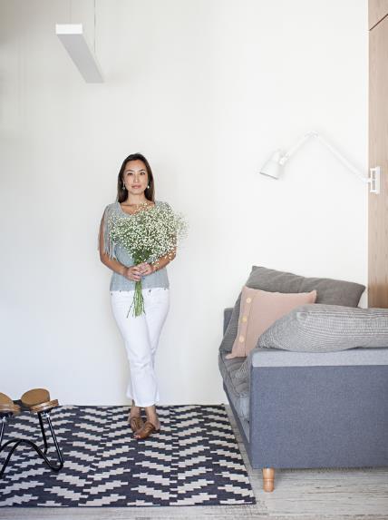 Trong căn hộ này từng góc nhỏ đều được cô chủ rất chăm chút. Cây xanh được bố trí trồng khắp không gian mang không khí trong lành cho cả căn hộ.