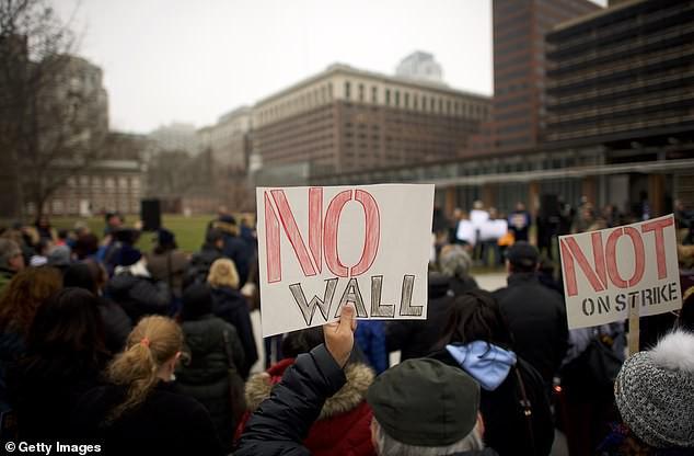 Chính phủ đóng cửa và lương thấp khiến nhiều nhân viên an ninh Mỹ có thể nghỉ việc - Ảnh 1.