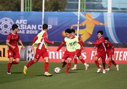 Asian Cup 2019: Thái Lan bất ngờ hạ Bahrain, Jordan vô tình giúp Việt Nam - Ảnh 1.
