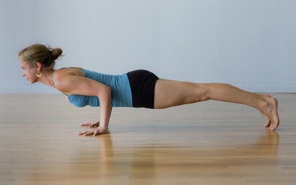 Muốn đốt cháy calo nhanh nhất, đây là 7 tư thế yoga bạn cần bỏ túi riêng mình - Ảnh 3.