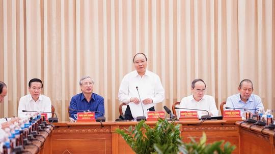 Thủ tướng Nguyễn Xuân Phúc: Tạo cơ chế giao quyền mạnh mẽ hơn cho TP HCM - Ảnh 1.