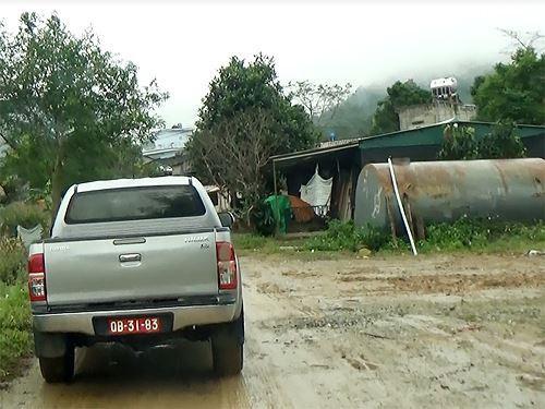 Cận cảnh cửu vạn nườm nượp vác hàng lậu qua biên giới Quảng Ninh - Ảnh 15.