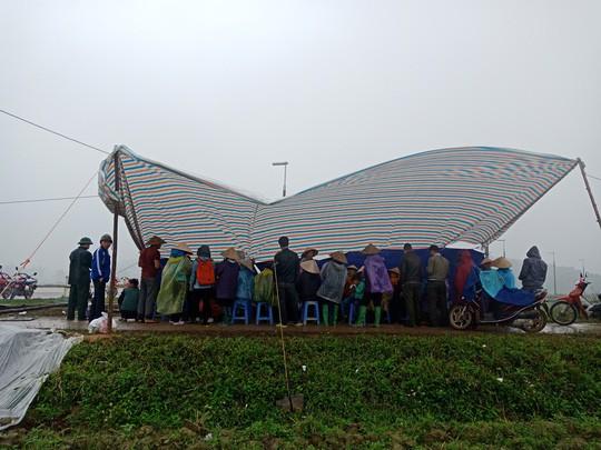Người dân chặn xe chở rác: 12 quận Hà Nội ảnh hưởng, khó cầm cự tiếp - Ảnh 12.
