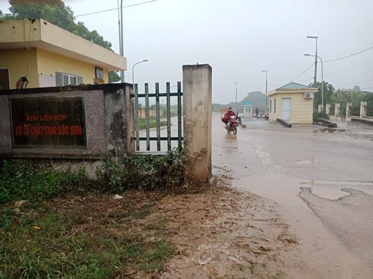Người dân chặn xe chở rác: 12 quận Hà Nội ảnh hưởng, khó cầm cự tiếp - Ảnh 6.
