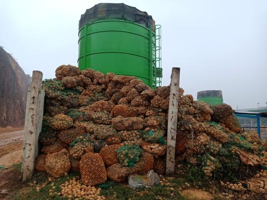 Người dân chặn xe chở rác: 12 quận Hà Nội ảnh hưởng, khó cầm cự tiếp - Ảnh 8.