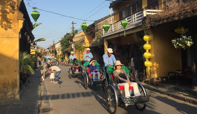 Báo Hong Kong lý giải vì sao ngày càng nhiều người Hàn Quốc đổ xô tới Việt Nam du lịch - Ảnh 1.